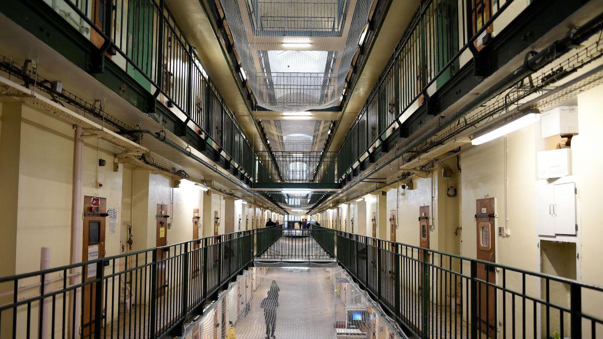 « En prison, la philosophie ramène l'homme à l'intime, à ses violences et à son expérience » – Robert Bachelot