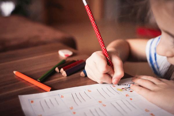 Une expérience philosophique extrême à l'école : repenser le rôle du maître